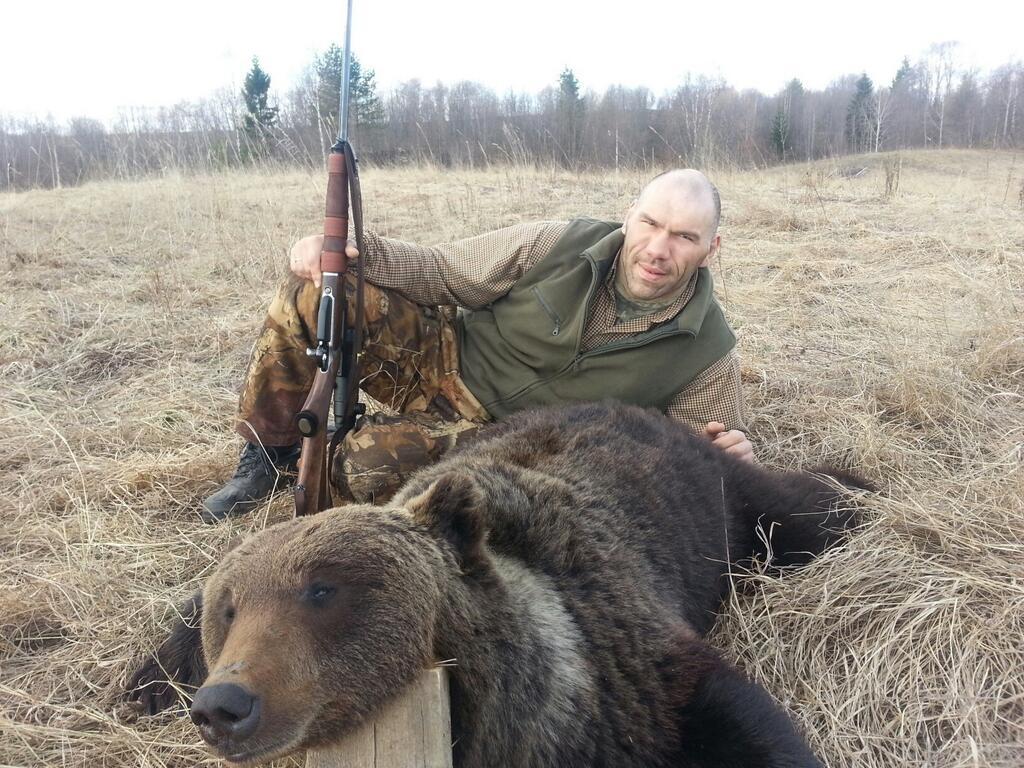 медведь и валуев
