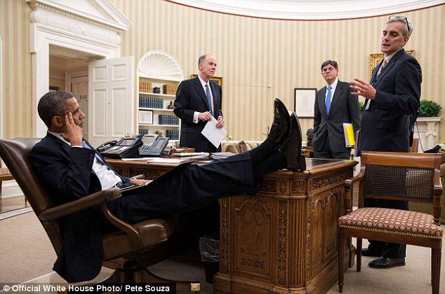 снимите ноги со стола мистер президент