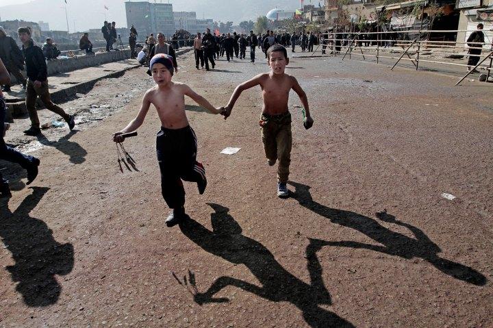 Шиитские мальчики в день Ашура